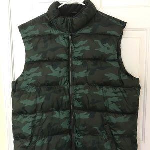 Old Navy Men's Frost Free Vest in Green Camo